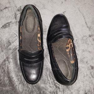 "Clarks Shoes - Clarks 8M black leather 3"" heels"